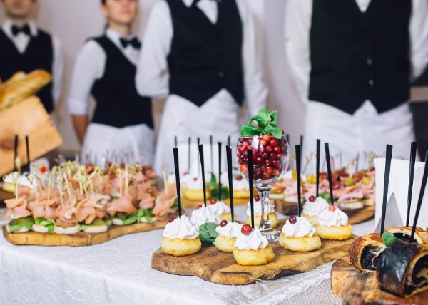 Common mistakes made when opting for event catering services